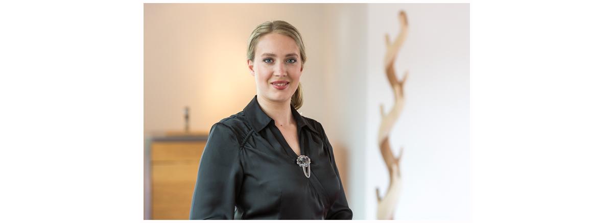 Portraitbild der Immobilienmaklerin Claudia Musch aus Bergisch Gladbach