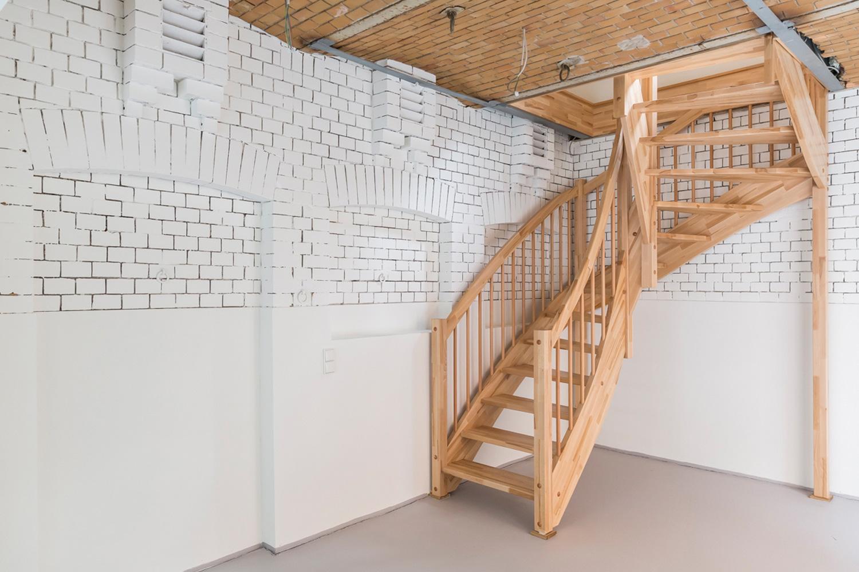 Das Kutscherhaus der Villa Viktoria mit neuer Treppe nach der Sanierung durch Wohnwert